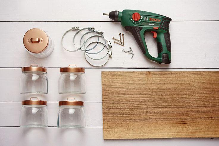 DIY Academy: Badregal aus Einmachgläsern