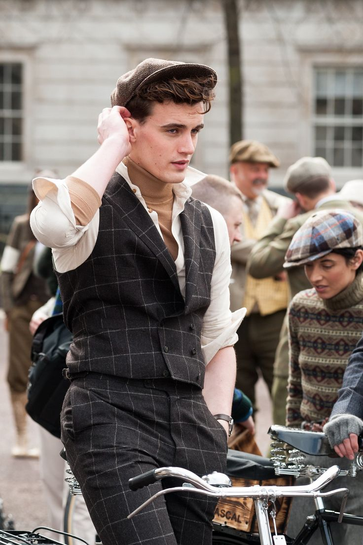 5a Tweed run a Londra  chiaramente un modello, ma mi ricorda tanto Rupert Everett in Another Country e mi piace assai