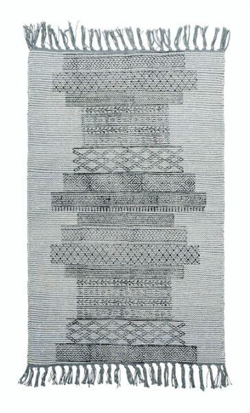 Teppe i bomullsblanding, ca 60 x 90 cm, fra House Doctor. Teppet er laget for hånd og størrelsen kan variere litt. Det kan også det vakre mønsteret som er håndtrykket.