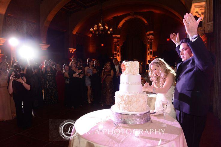 ligaphotography.com // Jackie & Enrique's Wedding #biltmoremiami #biltmoremiamiweddings #miamiweddings #floridaweddings #floridaweddingvenue #miamiweddingvenue #southfloridaweddings #southfloridaweddingvenue #ligaphotography #weddingreception #cuttingthecake