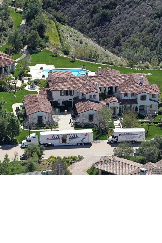 his sprawling mansion complete with outdoor pool and pool house is now, reportedly, the new home of Khloe Kardashian. The reality star is thought to have snapped up the gorgeous Californian gaff for $7.2million from Justin Bieber.