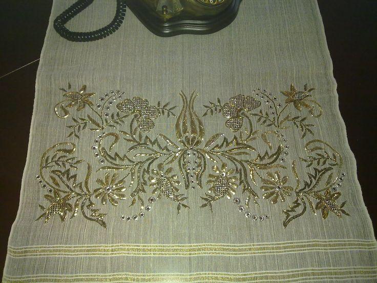 Bu çalışmam, yıl sonunda 2010'da Feshane'de düzenlenen İsmek sergisine katılan tel sarma çalışmamdır. Altın, gümüş, eskitilmiş altın renk...