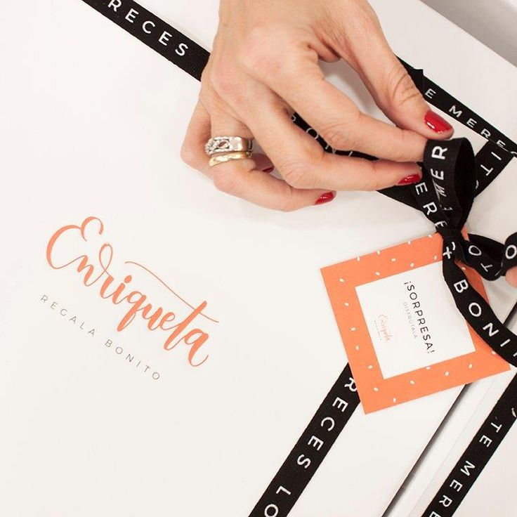 """¡Hola! Soy Enriqueta. Como ya conocéis mi Web de cajas regalo, he decidido dar un paso más y compartir con vosotros mi blog. Se llama""""Los regalos de Enriqueta"""". Estoy entusiasmada con este nuevo r…"""