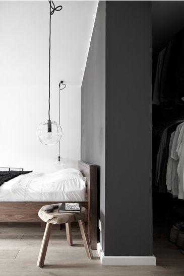 Dressing derrière le lit