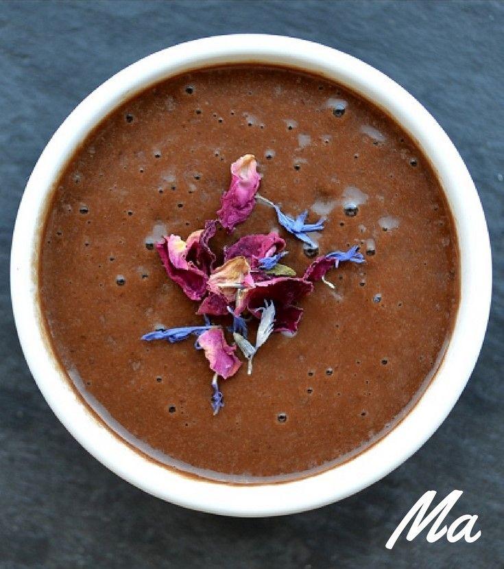 Healthy Chocoladessmoothie! 250 ml amandelmelk 1/2 banaan 1 el cacaopoeder snufje kaneel