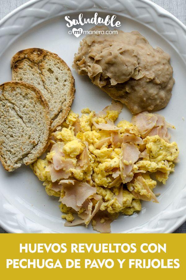 ¿Cómo se hacen los huevos revueltos? Un desayuno tradicional y muy sencillo de preparar en casa son los huevos revueltos. Si eres de las personas que no cocinan y hasta el agua se te quema, pero quieres aprender algo muy básico, esta receta te servirá para comenzar. Frijoles, Meat, Chicken, Breakfast, Food, Turkey Breast, Scrambled Eggs, Healthy Breakfasts, Lunches