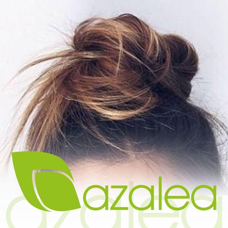 """Vaqueros + Camiseta + Sandalías + Moño alto  La combinación perfecta para nuestro domingo por la mañana 💞""""  #AzaleaCosmetics #Tintes #Tendencias #Peinados #Recogidos #ColorTotal #HairStyle #Look #Trends"""