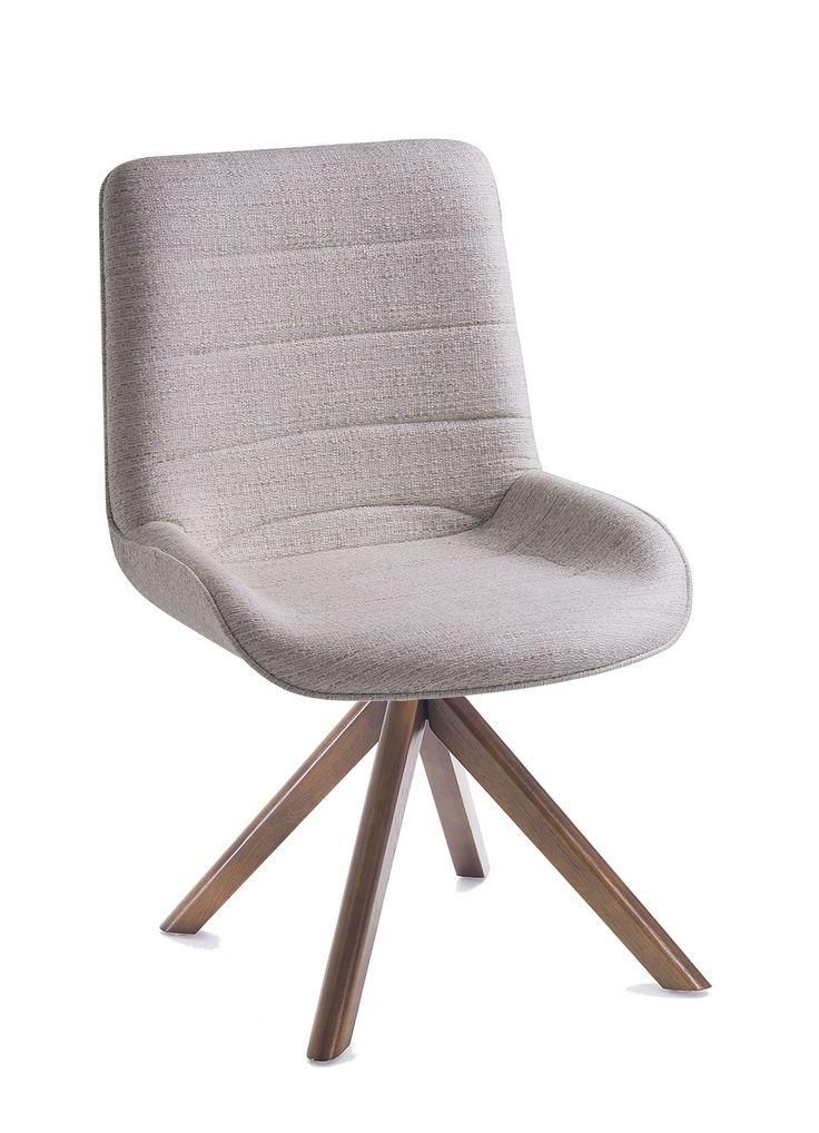 A cadeira Lupi se destaca pela sua leveza, conforto e versatilidade combinando facilmente em qualquer ambiente. Descrição Técnica:  Concha em madeira multilaminada toda estofada. Opções de acabamento: gomada. Opções de bases: Bases giratórias em inox, alumínio ou madeira e bases fixas em madeira.  obs: as bases podem er pintadas conforme cartela de cores.  Dimensões: A: 880mmL: 510mmP: 480mmA.ass: 470mm