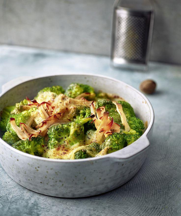 Schnell und einfach: Mit Hähnchenbrustschinken und Bergkäse erhält der Brokkoli gute ...