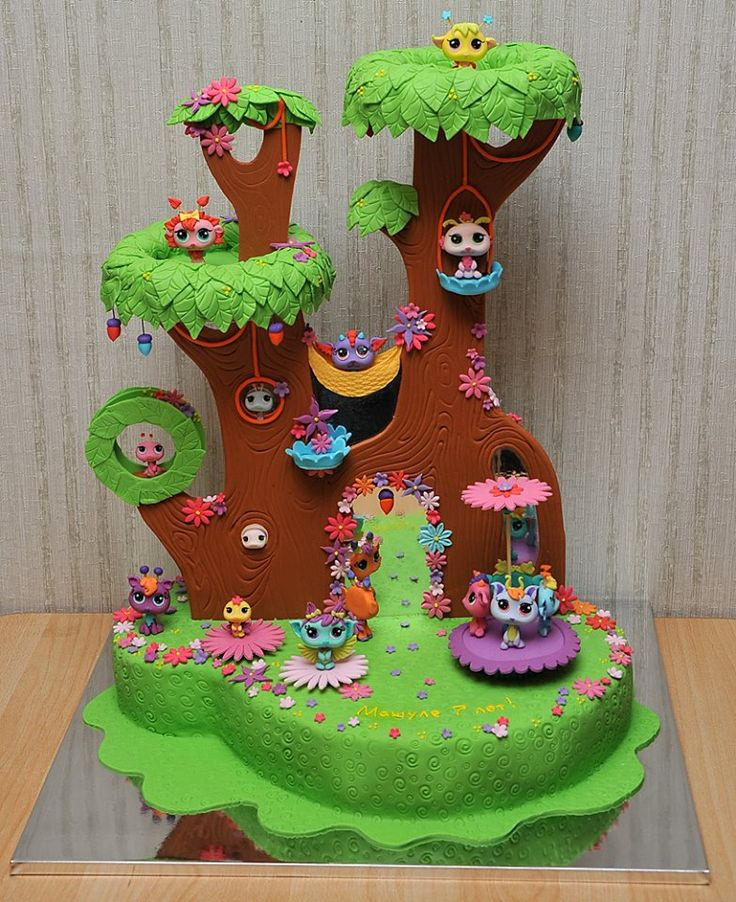 littlest pet shop cake when I saw this I thought it was a real set!!!