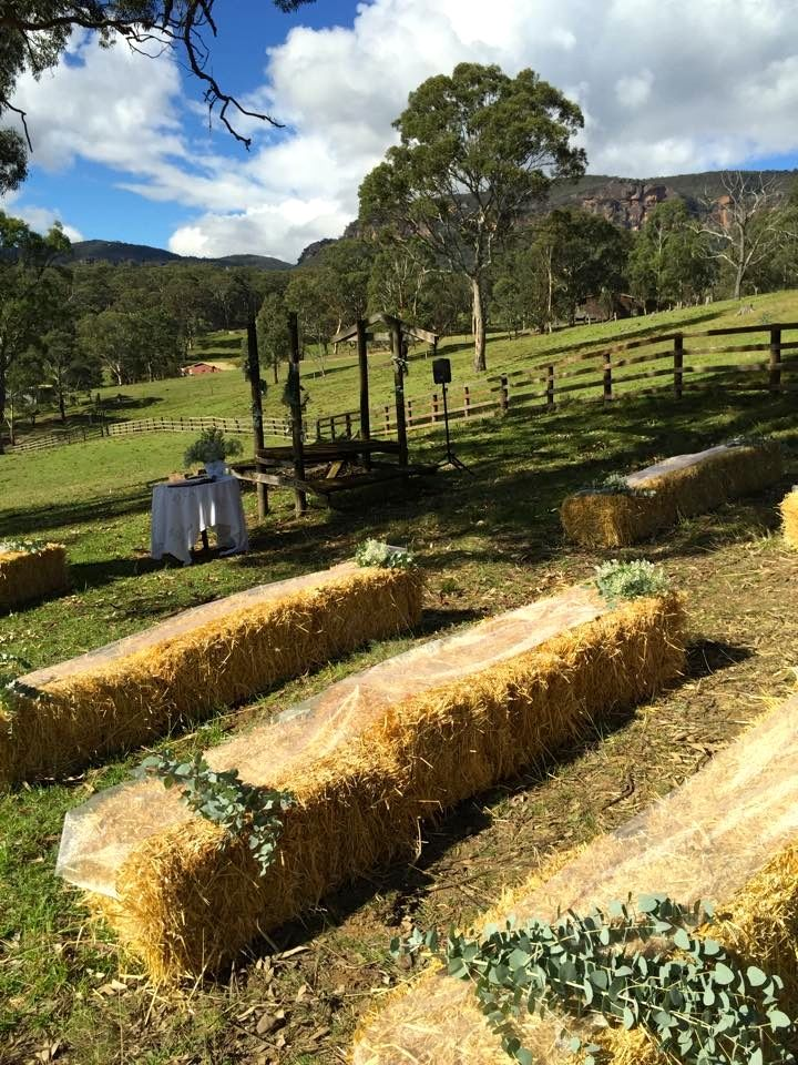 The ceremony... #ivyandmoss #eventstyling #strawbales #countrystyle #wedding #flowers #megalongvalley #megalongfarm #ceremony #countrywedding #straw