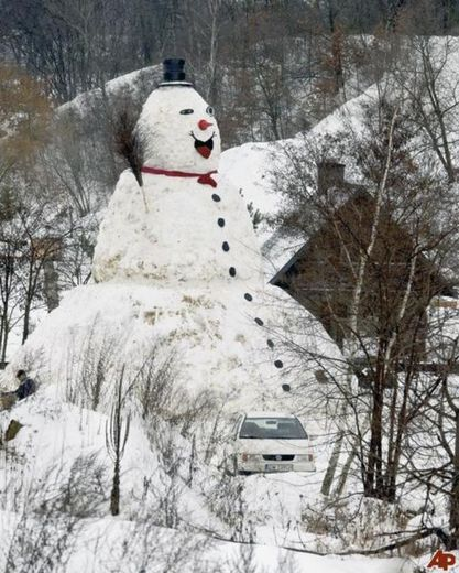Best Build A Snowman Images On Pinterest Snow Snow Fun And - 15 hilariously creative snowmen that will take winter to the next level 7 made my day