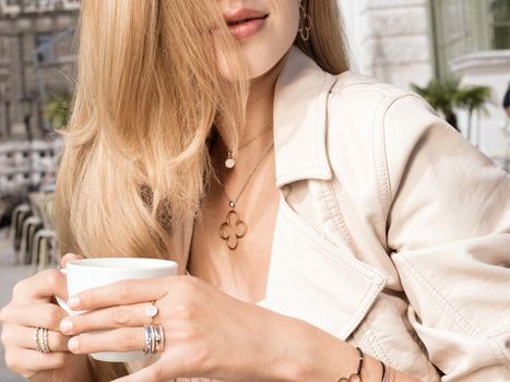 XENOX's #Topmodel Kristina Schindler wears #XENOX #silver #jewellery. She combines #rings, #bracelets and two different lengths of #necklaces.
