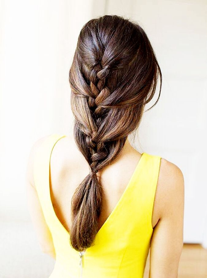 How obsessed are you with this French braid-ponytail hybrid? (via @byrdiebeauty)