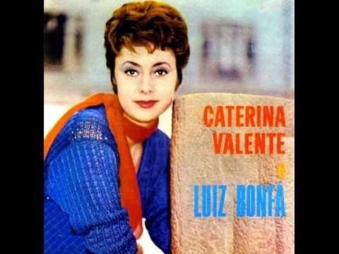 ▶ Caterina Valente - Ganz Paris träumt von der Liebe - YouTube
