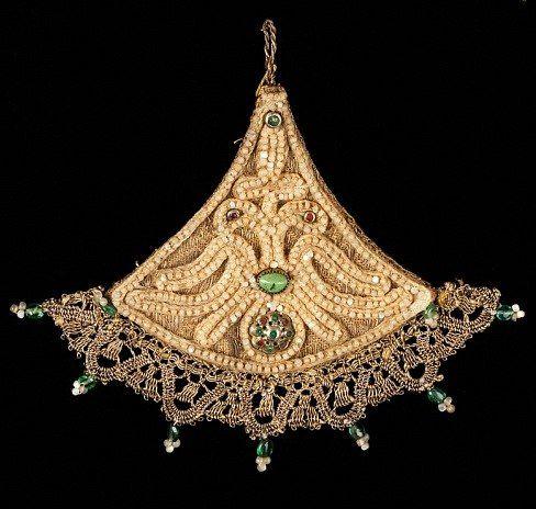 Косник (накосник) - традиционное русское девичье головное украшение.