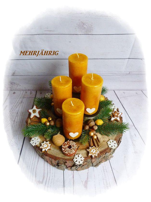 Adventskranz Adventsgesteck auf Holzscheibe Wir ha…