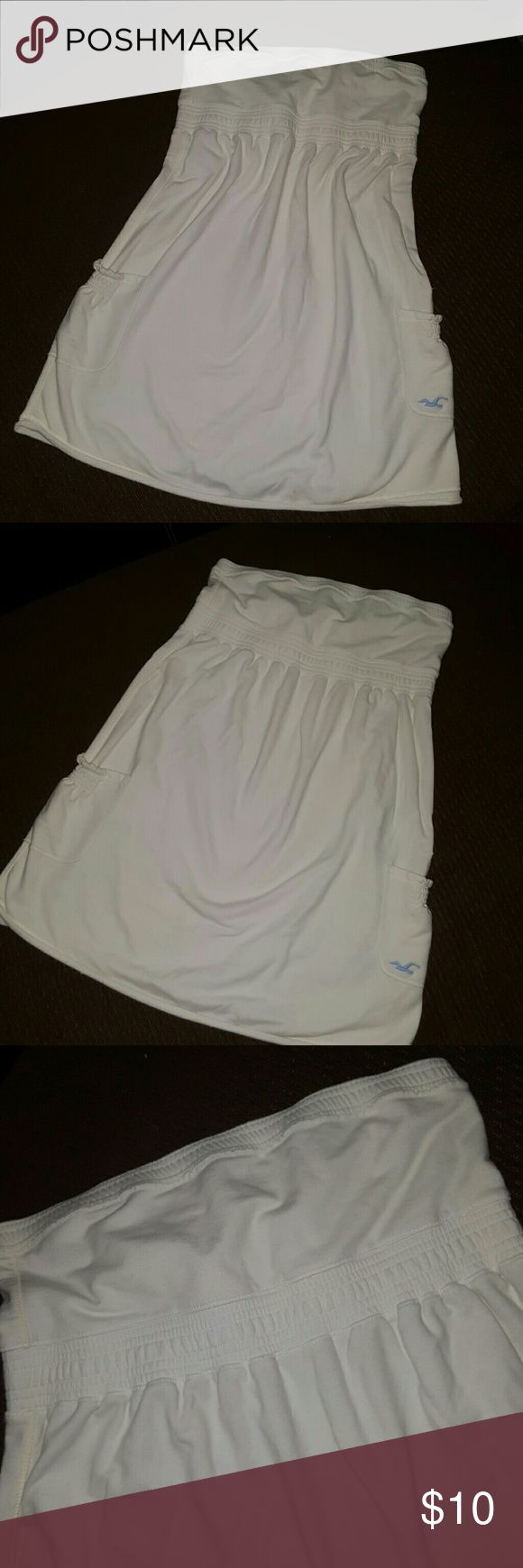 Hollister Tube top dress size Medium Hollister tube top dress size Medium  Good for spring and? summer No rips  No holes No smell Stain at the lower back In great condition  Make an offer Hollister Dresses Midi