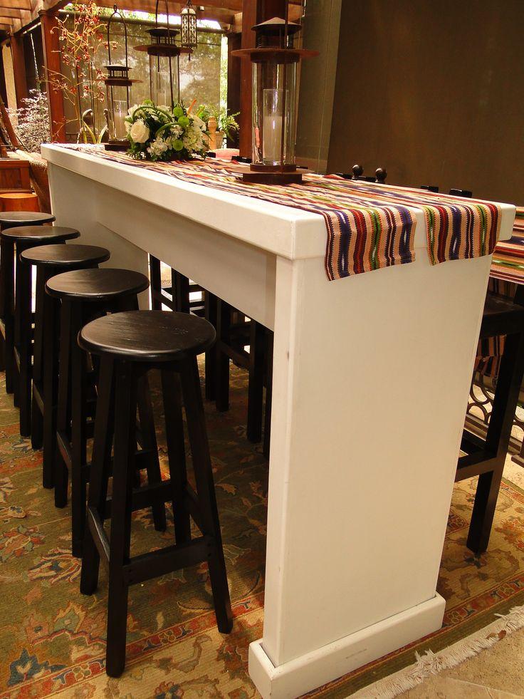 Mesa coctelera blanca Nueva moña típica puedes usarla para la coctelera o para los bancos. Llama y pregunta por nuestros precios!