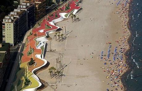 Paseo Marítimo de la Playa de Poniente, en Benidorm, de Carlos Ferrater