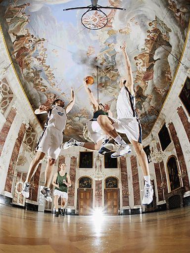 PR-Bild-Award 2012:  Siegerbild der Uni Mannheim zeigt Basketball im Rittersaal | Fotograf: Matthias Hangst | Credit:Matthias Hangst | Mehr Informationen und Bilddownload in voller Auflösung: http://www.ots.at/presseaussendung/OBS_20121008_OBS0008