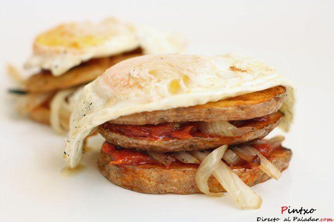 Milhojas de patatas con sobrasada y huevo frito. Receta