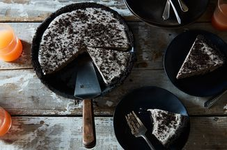Frozen Oreo Pie (!!!!) I have seen my life's version of Beatlemania and it revolves not around mop-headed crooners but around an Oreo Pie simple but extraordinary.