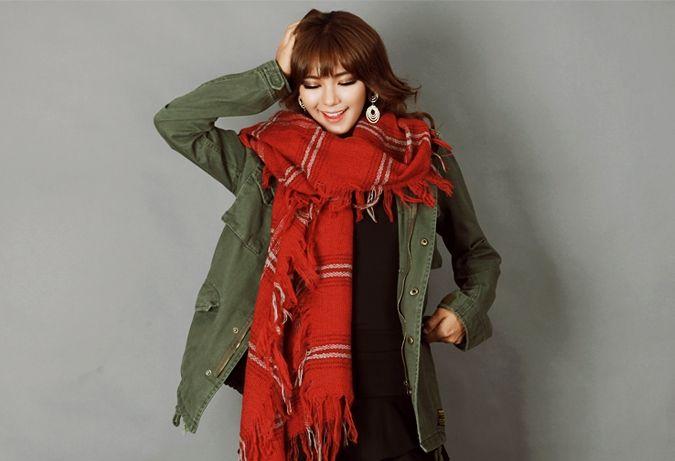 Casto CH shawl muffler  http://www.pinkymint.com/shop/step1.php?number=49845&b_code=B20110425024620&c_code=C20120608123548&m_code=M20120608123627