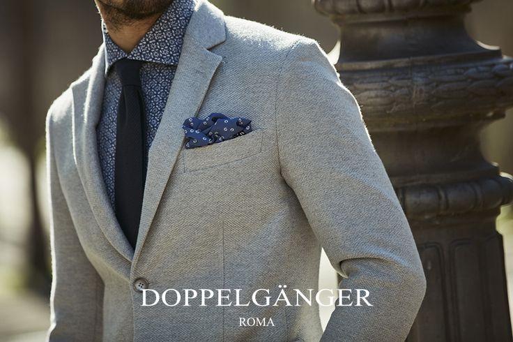 La trama a canetro in questa giacca regala uno stile chic ed elegante e un tessuto più flessibile, per una vestibilità confortevole ed un fit aderente.