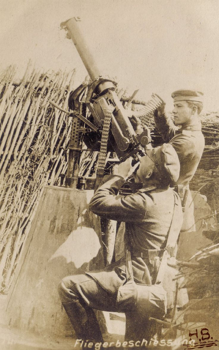 WW1 German soldiers with MG 08 anti-aircraft with telescopic sight. http://humanbonb.free.fr/Phototheque/images/phototheque/normal/491073690236.jpg