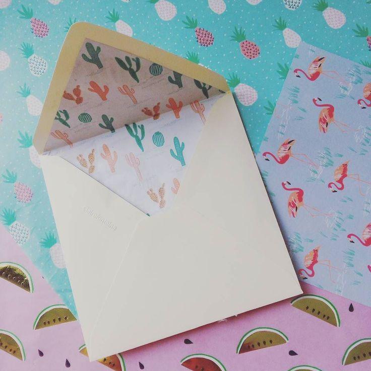 Des doublures d'enveloppes tropicales avec les jolis papiers #paperpoetry de #RicoDesign.  #invitation #birthday #tropical #jungle  #cactus #ananas #pineapple #flamantrose #flamingo #pasteque #picoftheday by romomo.et.geliette