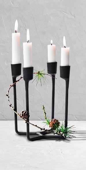 Nordisk elegance med Heima. Den elegante Heima lysestage skaber ægte nordisk enkelthed. De fire holdere gør stagen ideel til advent, men den kan også sagtens stå fremme i andre anledninger #inspirationdk #inspirationonline #jul #christmas #nordicchristmas #nordiskjul
