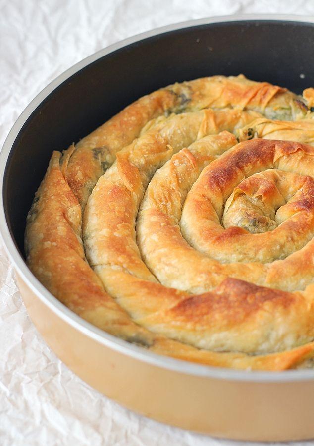 unlu börek,unlu börek tarifi,unlu börek nasıl yapılır,unlu börek malzemeleri,yalancı el açması börek,börek tarifleri,pratik börek tarifleri