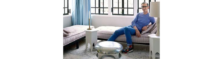 Bruno Frisoni, le directeur artistique du bottier Roger Vivier, aime venir se ressourcer dans cette maison typiquement marocaine. Il l'a remodelée à son image, donc moderne et fantasque.
