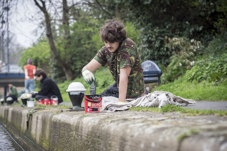 Our students put in thousands of hours volunteering in the past year on a huge range of project to benefit the local community. Our DMU rowing teams tidied up the river which runs past the DMU campus and which they use to practice #volunteering #students #dmu