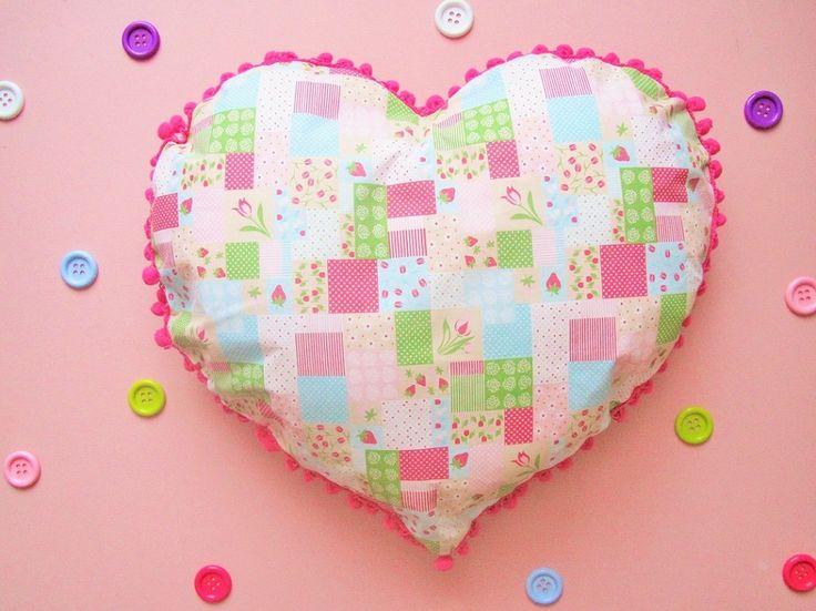 DIY Saint Valentin : Un adorable coussin en forme de Cœur !