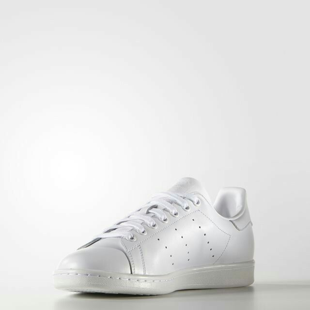 Just like its namesake, the Stan Smith rose to fame on tennis courts in the  Today the legendary look steps out in a smooth leather upper with clean,  all-w