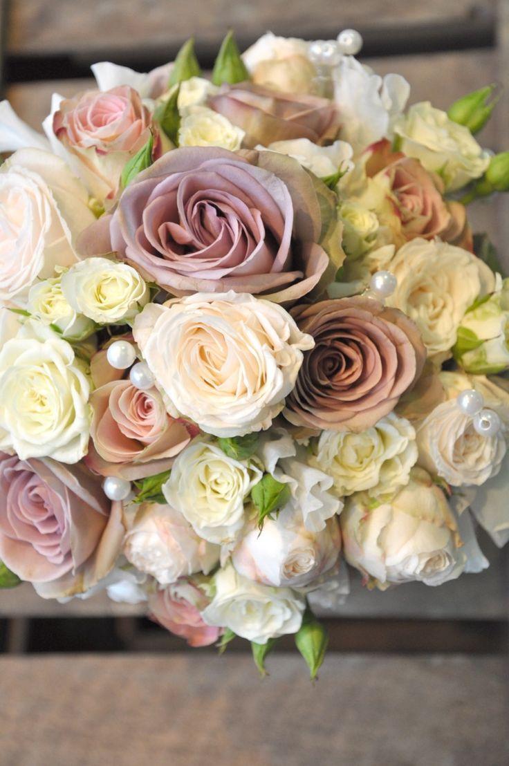 Vintage Wedding Flower Bouquets | Photo 2. Chic vintage rose wedding bouquet flowers. Photo is via Green ...