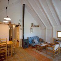 El sala principal de la barraca, lectures, dinars exquisits, molta conversa en bona companyia.