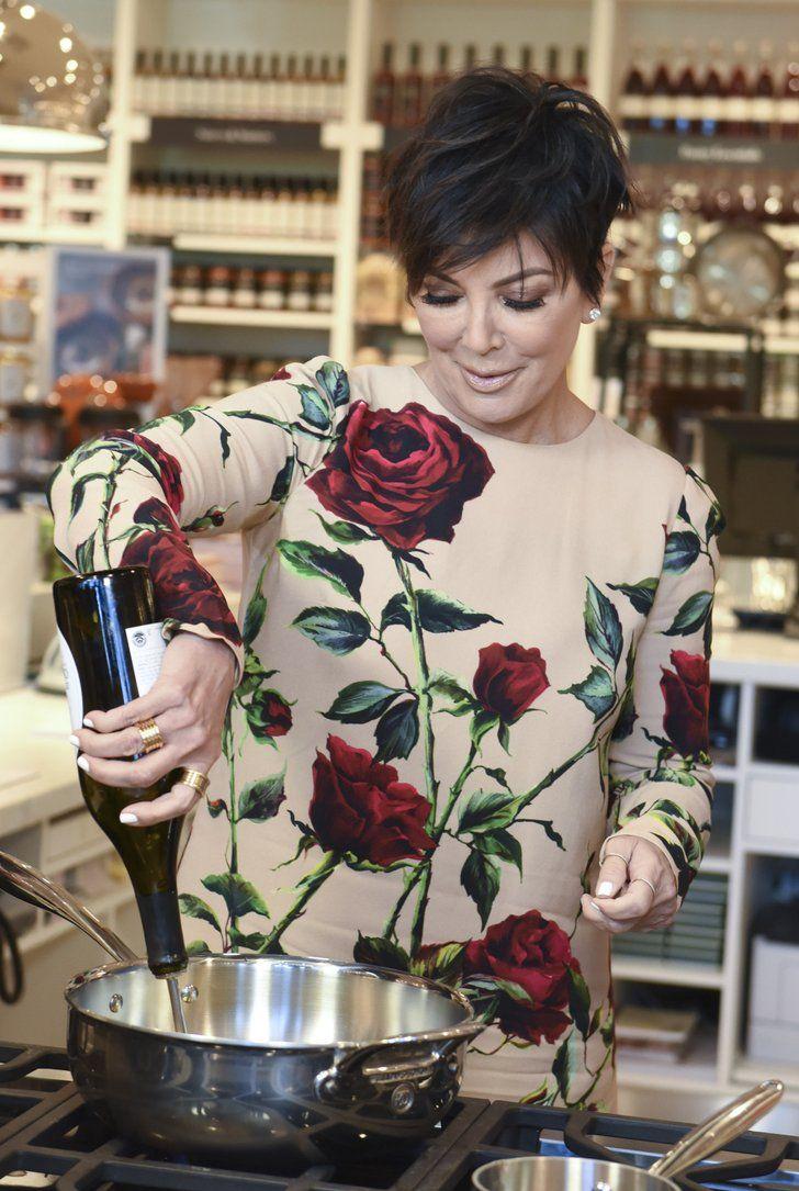 Khloe Kardashian Kris Jenner Cookbook Signing | Khloé Kardashian Steps Out to Support Her Mom, Kris Jenner | POPSUGAR Celebrity Photo 3