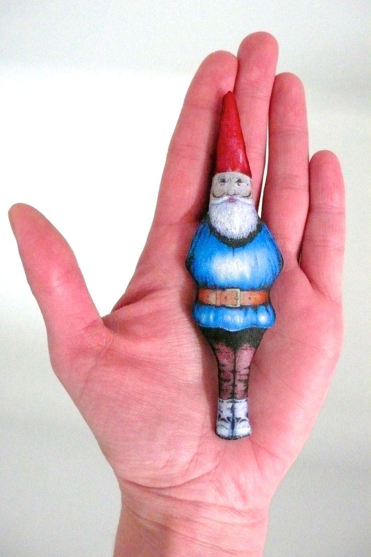 """Décoration en tissu """"nain de jardin"""" ou """"gnome de la forêt"""" textile - un radis m'a dit - boutique : https://www.alittlemarket.com/boutique/un_radis_m_a_dit-815807.html"""