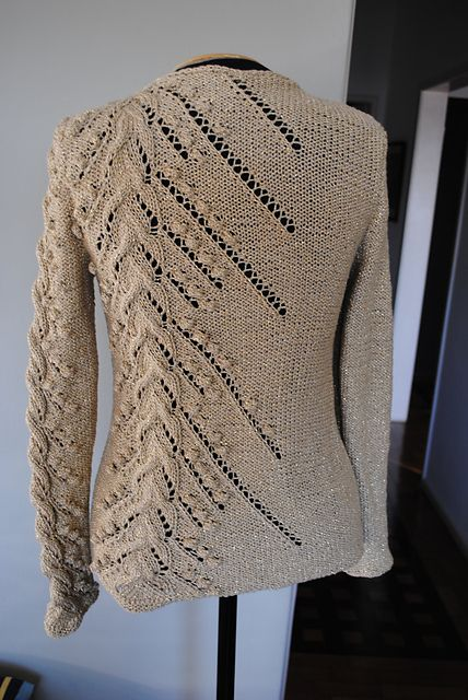 Gorgeous free pattern for pullover sweater with bobbles and lace (available in English and Portuguese... but charted if you're experienced in reading patterns!)