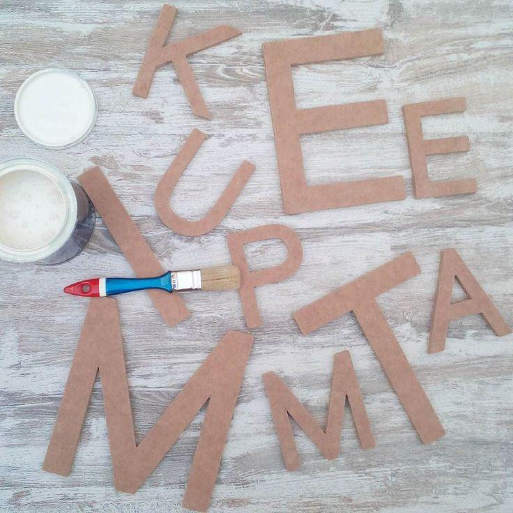 El día va también de letras (no no he fichado por la Real Academia de la Lengua Española ). He estado cortando lijando y ahora pintándola para el cartel que @nattsl me ha encargado para decorar las paredes de su estudio. Me voy a adelantar un poco pero estoy seguro que va a quedar muy chulo . . #decoracion #labuhardilla #letras #madera #cartel #hechoamano #encargosmolones #hechoenmalaga #malaga #pared #pintura