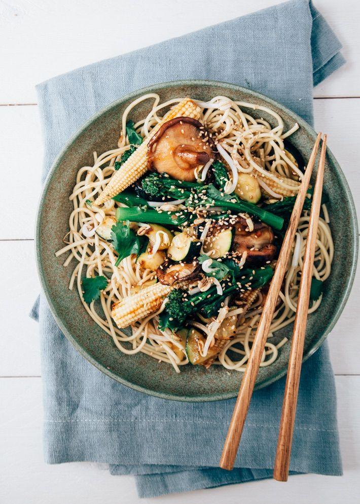 Snelle Aziatische noedels met groenten roerbak - Uit Pauline's Keuken