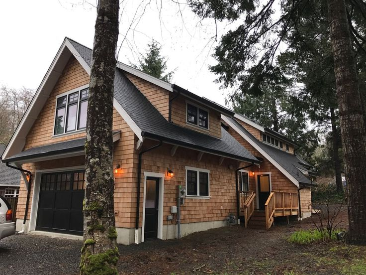 All new beautiful craftsman style beach house located 2 blocks from Beach just north of Haystack Rock, and one block from Pelican Brew Pub and Sleepy Monk coffee. All new beds and bedding, large sectional sofa, flat ...