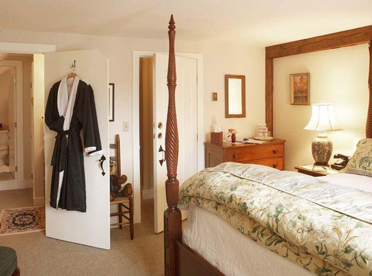 Authentic Vermont Inn for sale near Stratton Mountain Resort