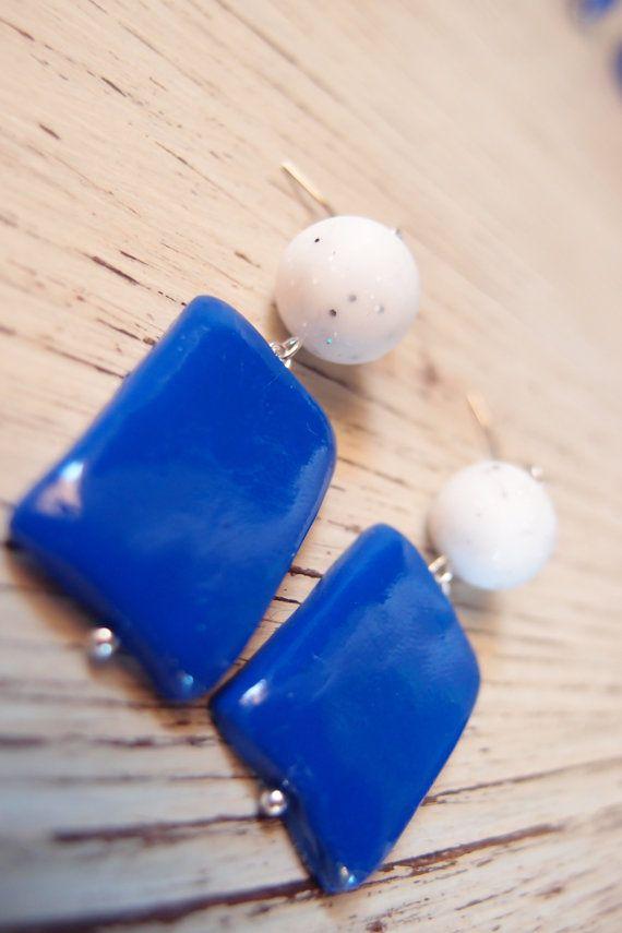 Orecchini pendenti tropical style, pendente blue navy, blu elettrico, orecchini colori vivaci, pendenti estivi, colori estivi, fatti a mano