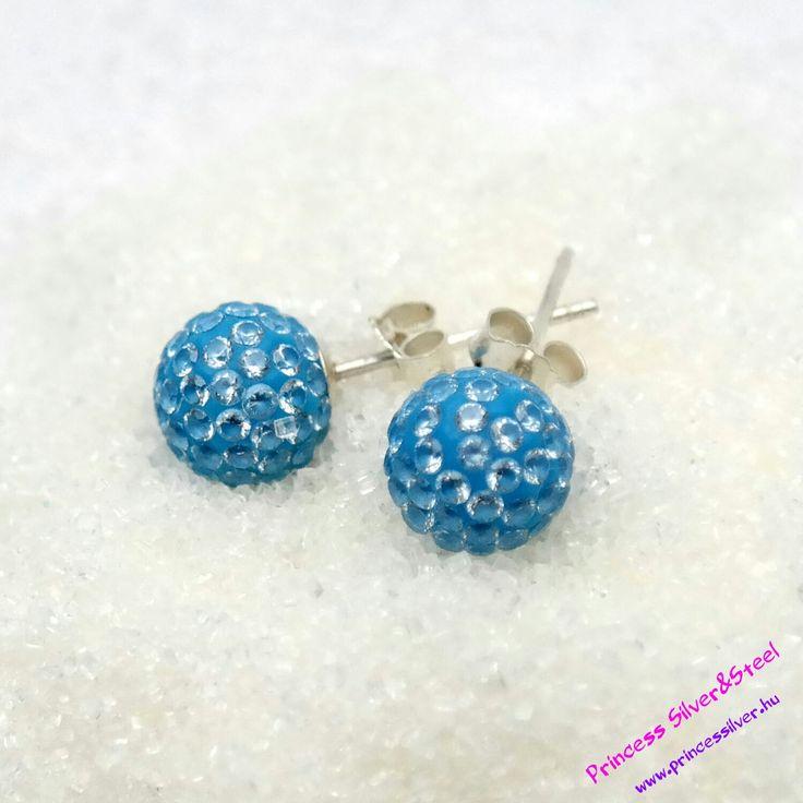 Kék színű fülbevaló, fehér cirkóniával. Akció és részletek itt: www.princessilver.hu