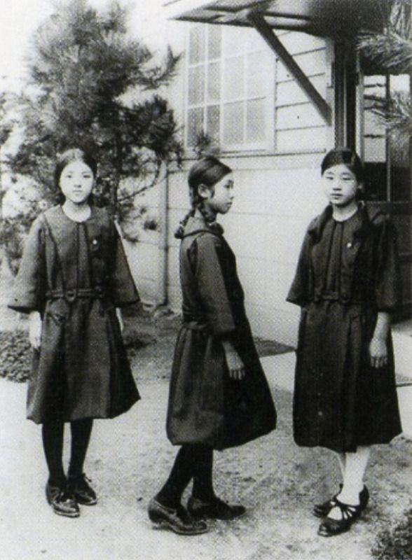 female students in sailor suit uniforms from taisho era 大正時代の女子学生はセーラー服 japan 1920s 大正時代 古い写真 大正