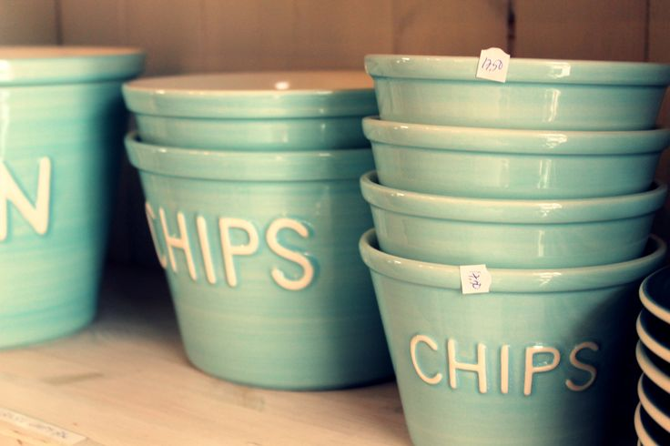 Welmans Koti ja Keittiö on Välikatu is a place to find fresh kitchen and home accessories, like these Bruka Design - bowls for chips, dip,popcorn or pasta, in many different colours. Beautiful when serving something small to eat for a party at home.